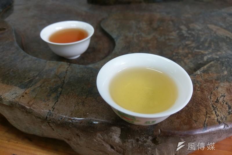 此為三峽特產的綠茶碧螺春與蜜香紅茶。(陳俐穎攝)