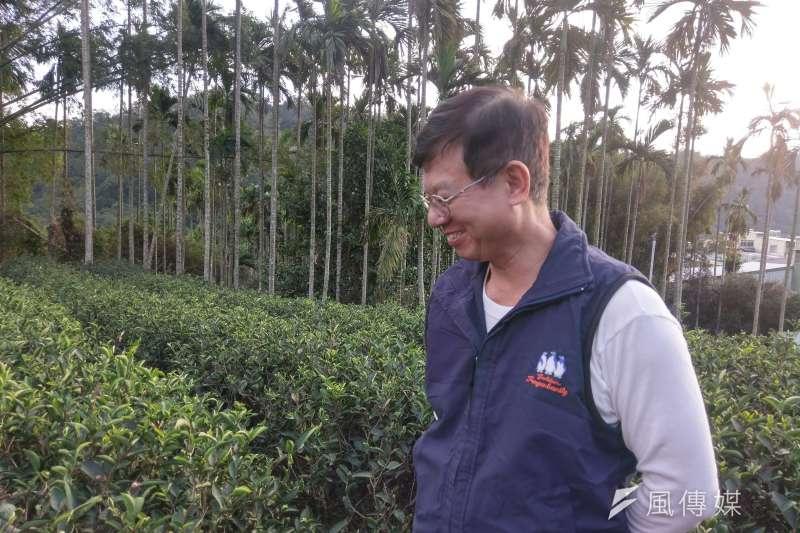黃正忠為天芳茶行第4代老闆,從茶園管理、製茶到銷售都一手包辦。(陳俐穎攝)