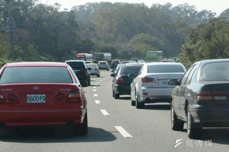 端午連假除了返鄉人潮,不少民眾出門「報復性旅遊」,國道5號創下連續塞車36小時的紀錄。示意圖。(資料照,陳明仁攝)