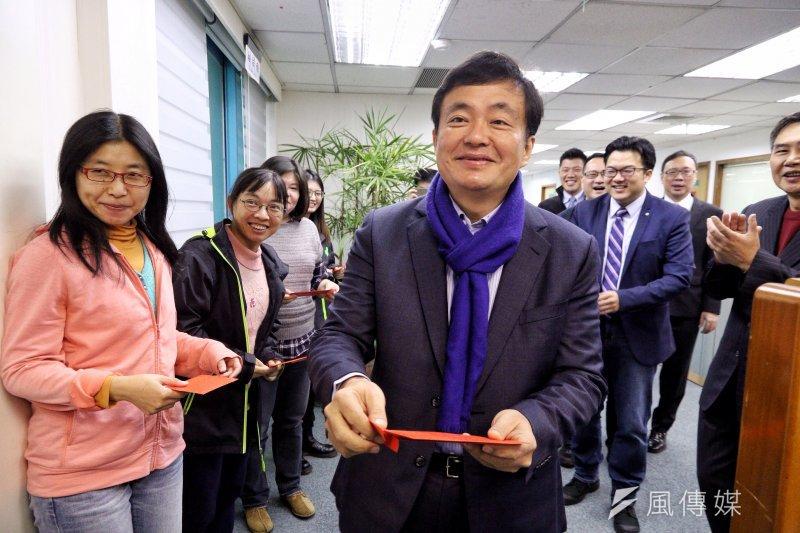 民進黨秘書長洪耀福則說,馬政府過去8年,重大建設投資幾乎是停頓,所以台灣經濟能量下跌,現在政府提出大的建設計劃,目標是為了投資信心,現在是在趕進度。(資料照,曾原信攝)
