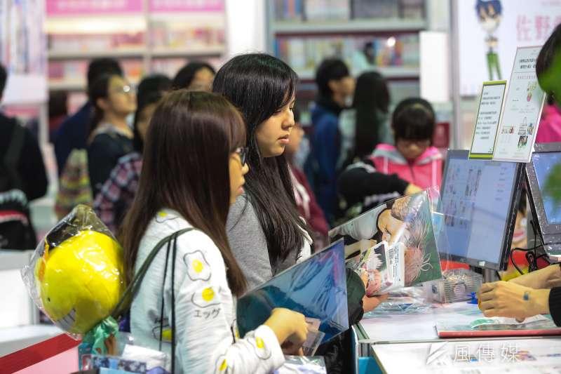 20170203-台北國際動漫節已於南港展覽館登場,動漫迷於現場紛紛搶購商品。(顏麟宇攝)