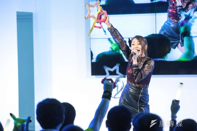 20170203-台北國際動漫節已於南港展覽館登場,日本館更邀請偶像歌手吉川友於現場演唱,現場動漫迷幾近瘋狂。(顏麟宇攝)