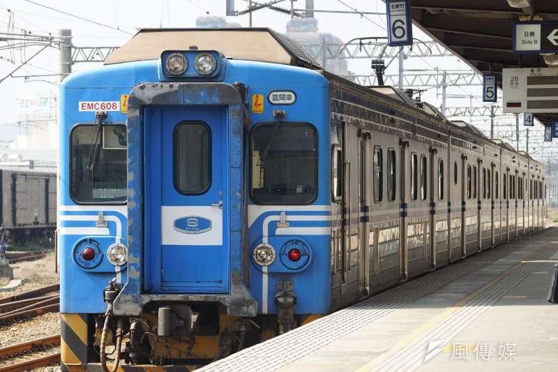 台鐵日前表示將實施到站後十分鐘不出站就罰錢,但在民眾抗議下取消。(盧逸峰攝)