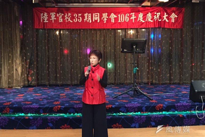 國民黨主席洪秀柱8日晚間出席「陸軍官校35期同學會」春節團拜時表示,擔任主席的3個目標,就是要替黨找回論述、培育人才、組織改造。(周怡孜攝)