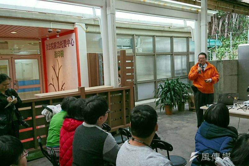 立院托嬰中心今天起至2月18日,上班時間於台北市青島東路1-3號1樓接受報名預約。說明者為包崇明。(林瑋豐攝)