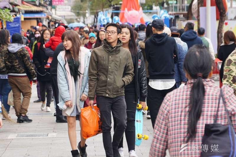 作者指出中國文化和旅遊部從8月1日起暫停發放中國居民赴台灣自由行通行證,引發國內觀光旅遊業一片哀鴻。(資料照,盧逸峰攝)