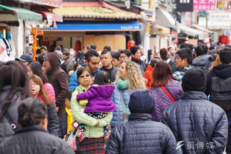 「觀宏專案」屬新南向政策的一環,原為鼓勵東南亞旅客來台觀光,卻變成人蛇集團鑽漏洞的對象,引發各界批評與檢討。示意圖,與本文案例無關。(資料照,盧逸峰攝)