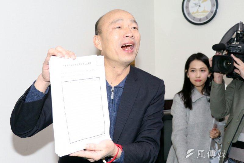 國民黨主席選舉13日領取連署書,5位候選人中僅有韓國瑜親自到場。(蘇仲泓攝)