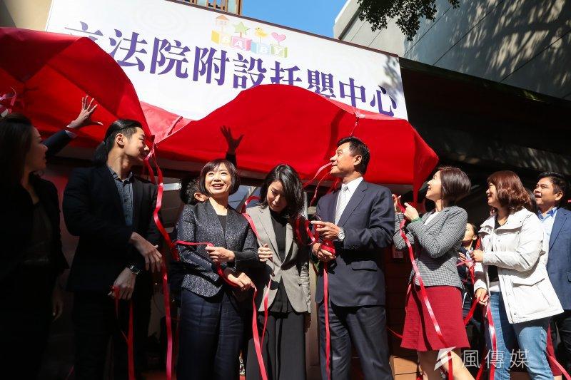 立法院長蘇嘉全與各黨團立委16日一同出席立法院附設托嬰中心揭幕儀式。(顏麟宇攝)