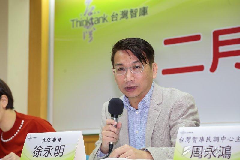 台灣智庫16日公布年金改革民調,顯示有近5成民眾表示不應該溯及既往,對此徐永明表示,顯見這會是未來最大的爭議。(顏麟宇攝)
