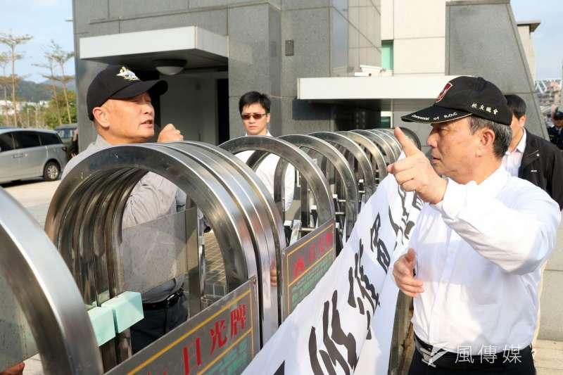 國防部前民眾抗議年金改革。(資料照/蘇仲泓攝)