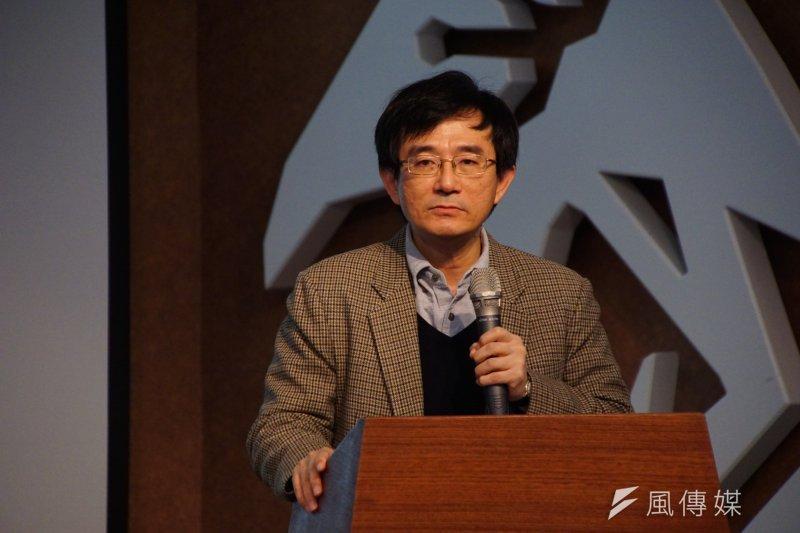二二八70週年紀念系列活動記者會,二二八基金會董事長薛化元致詞。(盧逸峰攝)