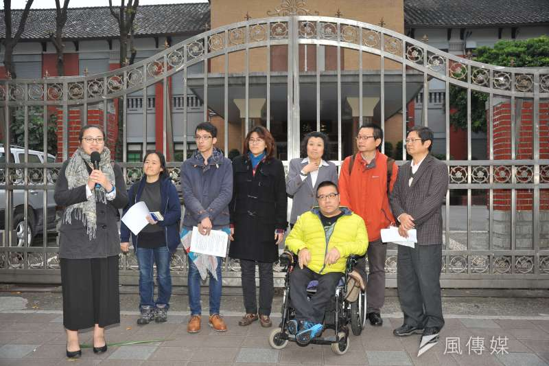 挺同團體在與蔡英文會面後召開記者會,表示同志的生命無法等待,希望人權不要打折。(甘岱民攝)