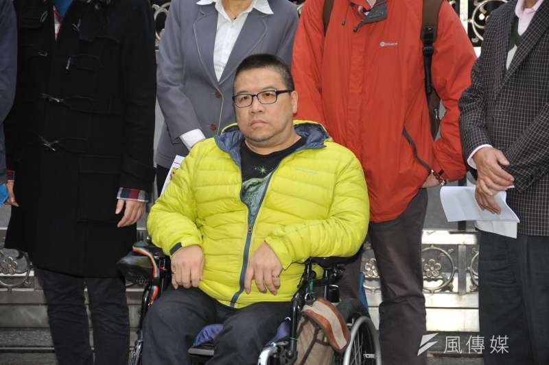 20170217-同志團體記者會,身障男同志Vincent。(甘岱民攝)
