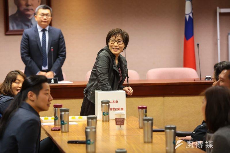 20170218-時代力量立委高潞‧以用18日出席少數黨團委員委員會抽籤。(顏麟宇攝)
