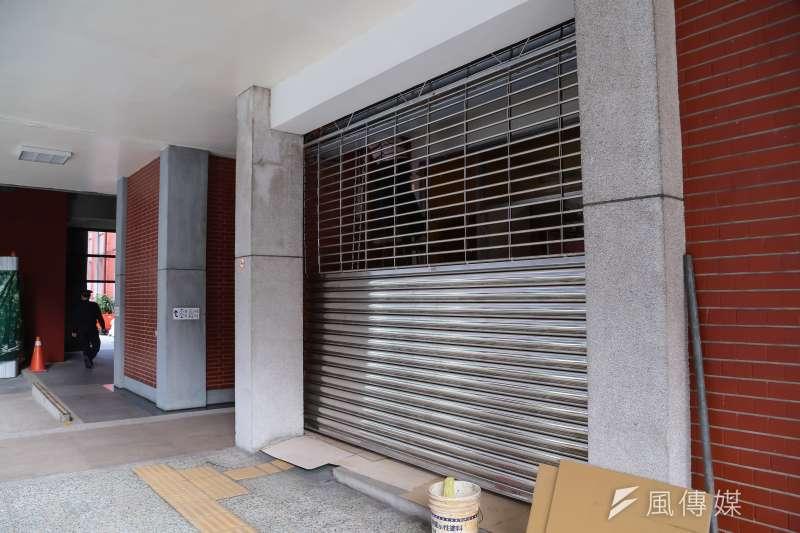 20170218-立院紅樓一樓門口新設鐵門。(顏麟宇攝)