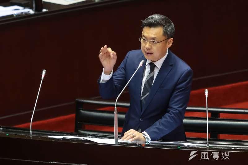 民進黨立委趙天麟21日於立院總質詢時,表達支持同性婚姻修專法的態度。(顏麟宇攝)