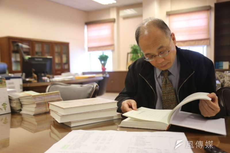 國史館館長吳密察指出,國史館將加速整理館藏檔案,清查二二八檔案是轉型正義的第一步。(石秀娟攝)