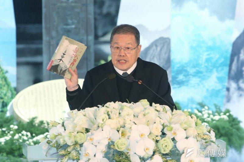二二八關懷總會理事長潘信行代表受難者家屬致詞,3度說,「已經70年了,毋通擱拖下去。」(陳明仁攝)