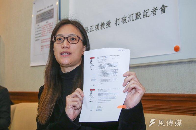 因論文造假案遭撤銷證書的台大教授張正琪,2日召開記者會打破沈默。(陳明仁攝)
