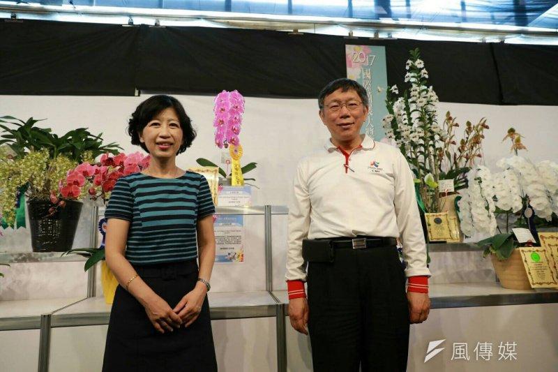 台北市長柯文哲的夫人陳佩琪5日批評前市長郝龍斌,其每年花1億元讓學童喝牛奶的政策「沒有提出確切醫學根據」。圖中為台北市長柯文哲(右)與其妻子陳佩琪(左)。(資料照,台北市政府提供)