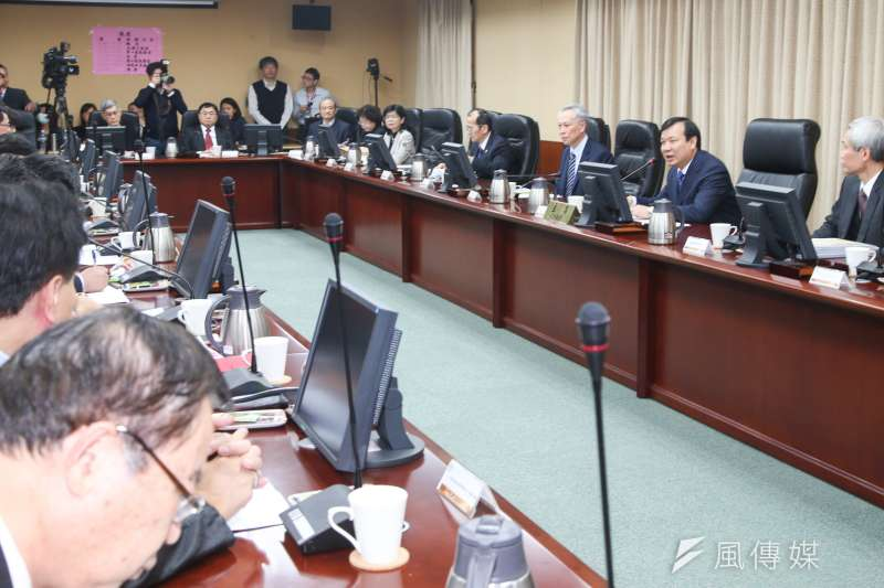 考試院23日舉行審查會,通過公務員所得替代率為80%。(資料照片,陳明仁攝)
