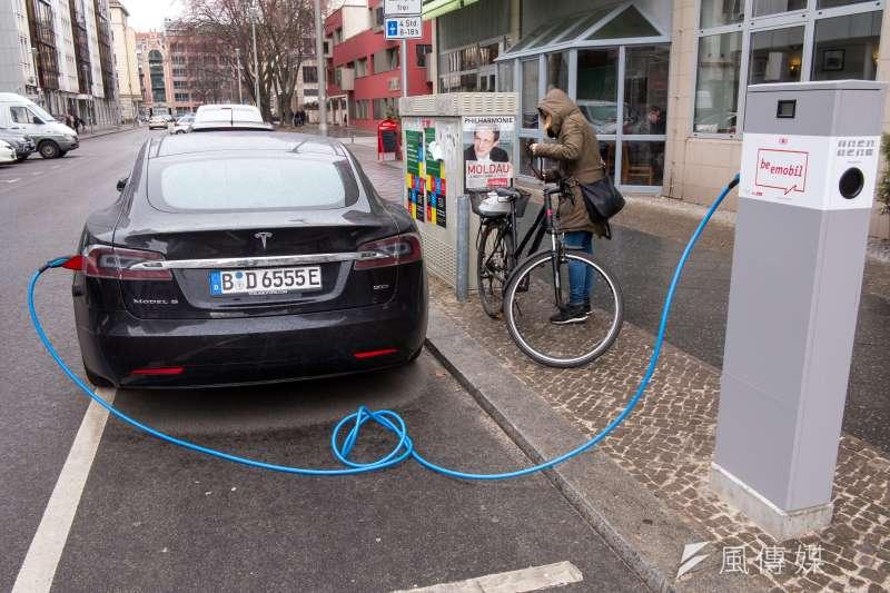 20170306-德國綠能專題,德國柏林特斯拉Tesla充電站。(顏麟宇攝)