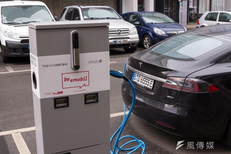 圖為德國柏林特斯拉Tesla充電站。(顏麟宇攝)