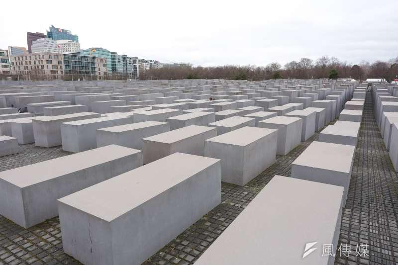 Dienogest大名如今在全球醫界如雷貫耳,源起卻要追溯自二次世界大戰,德國納粹領袖希特勒對散居歐洲各地的1100多萬猶太人下達了「滅種」指令。圖為歐洲被害猶太人紀念碑。示意圖。(資料照,顏麟宇攝)