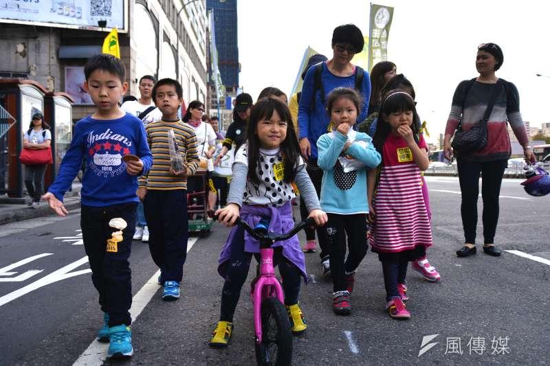 20170311-反核大遊行,許多孩童一起參與。(甘岱民攝)