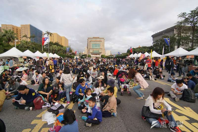 20170311-民眾參與反核大遊行。(盧逸峰攝)