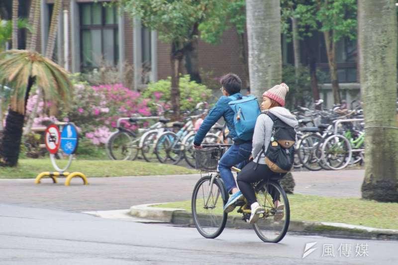 作者認為臺灣的年輕人在爭取進步的同時,應該腳踏實地一些。(盧逸峰攝)