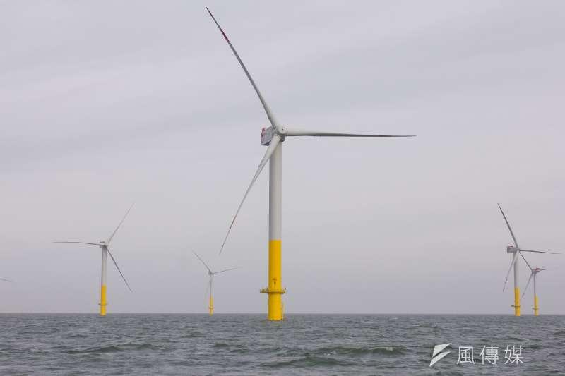 由永傳公司開發的福海示範風場因風場位置恐影響白海豚棲地,成為首件被建議應進行二階環評的離岸風電開發案,但永傳主動承諾縮減風場範圍、並將使用減噪措施,讓環評委員決定將全案先送回專案小組再審。示意圖。(資料照,顏麟宇攝)