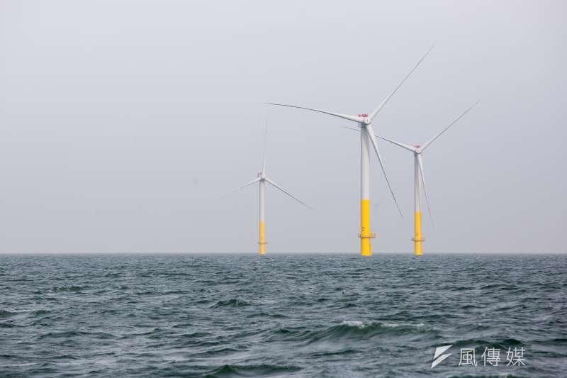 經濟部明日就要召開再生能源躉購費率審議會,台灣是否該發展離岸風電、以及躉購費率是否合理再度成為爭議焦點。圖為德國離岸風場。(資料照,顏麟宇攝)