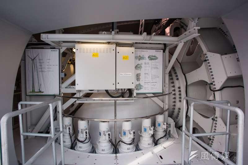 20170317-德國綠能專題,德國不萊梅Bremen周邊Aurich,ENERCON風機製造公司展示E-115風機機艙內部機組。(顏麟宇攝)