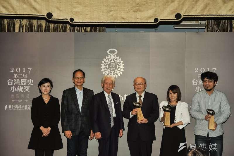 第二屆台灣歷史小說獎19日舉行頒獎典禮,今年首獎從缺,佳作3名分別為林素珍的《叛之三部曲 首部曲:忤》、陳耀昌的《獅子花1875》、黃汶瑄的《盡日》。(甘岱民攝)