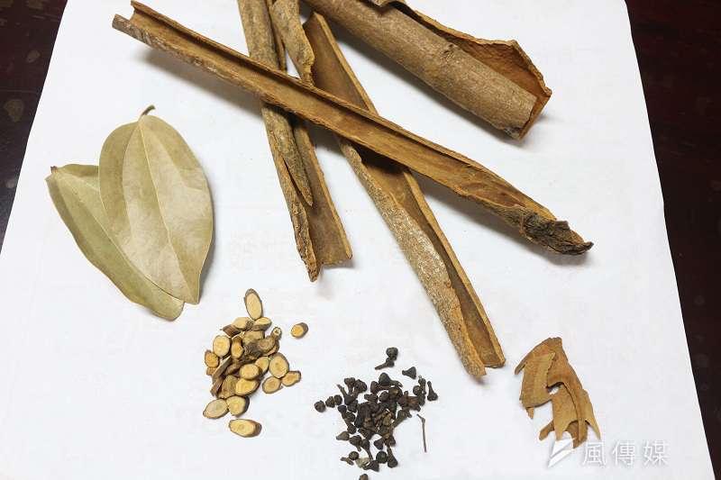每一種藥材,都有不同的味道、特性,這就是中藥材的魅力!(江庭毅攝)