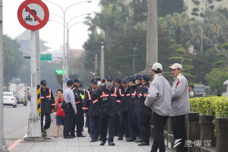 如何度過當下台灣政經發展的斷裂與陣痛期?政治人物的高度、知識分子的良知、媒體的客觀中立以及人民的理性似乎是最佳的藥方。(資料照,陳明仁攝)