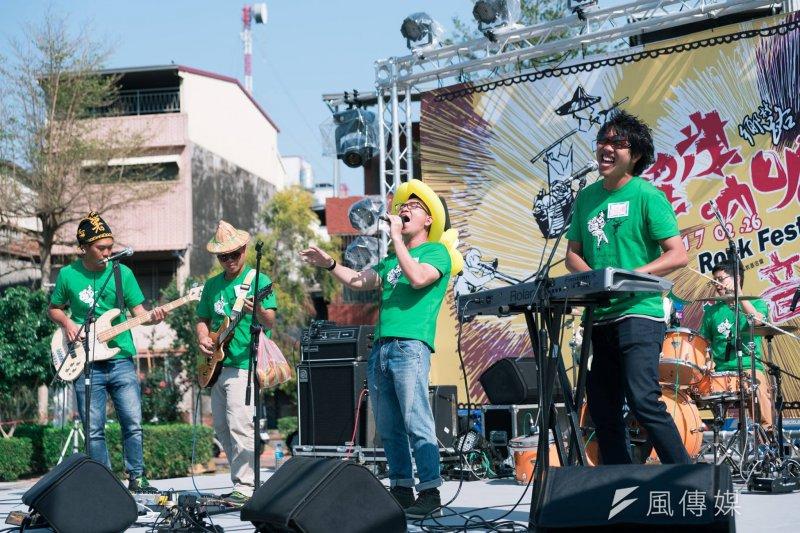 台灣眾多的青年返鄉個案中,很少有像高雄旗山的台青蕉,能夠在8年多的時間內,同時跨足樂團、在地旅遊、企業認養等社會企業經營,同時還能動員參與反迫遷抗爭。(資料照,取自台青蕉臉書)