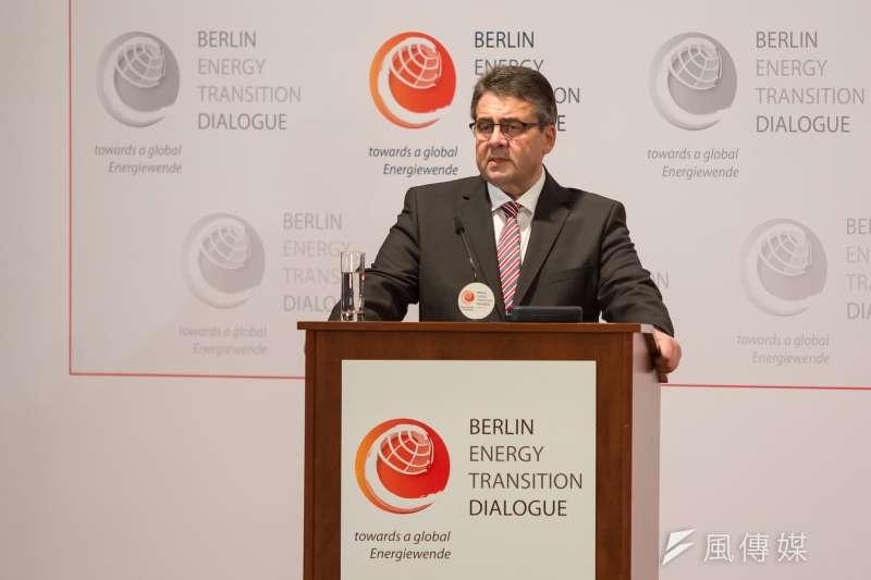 德國柏林能源轉型論壇20日登場,副總理兼外交部長西格瑪‧加布里爾致詞時指出,全球的經濟成長已經和碳排放量脫鉤。(顏麟宇攝)