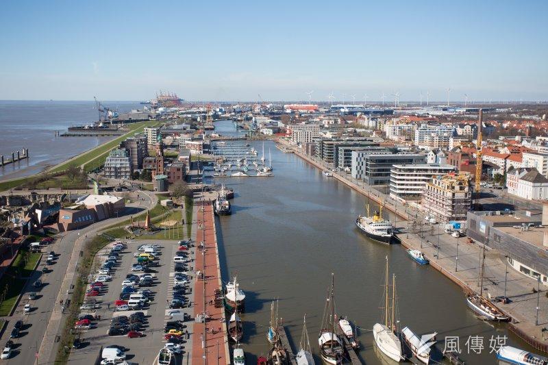布萊梅哈芬是串連陸上交通要道及北海風場的重要樞紐,風機製造商把工廠設在這裡,風機生產之後便能直接送往風場。(顏麟宇攝)