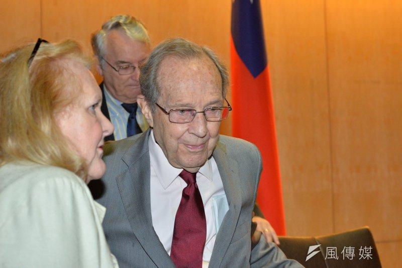 美國前國防部長裴利(William J. Perry)以《我在核戰邊緣的旅程》為題發表演說。(甘岱民攝)