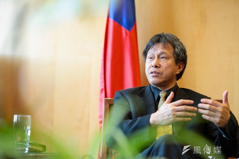 駐德大使謝志偉表示,台灣不同黨派的執政者都有向當年的二二八受害者道歉,他不贊同,並認為「做錯的不是現在的政府,是當時的政府」,不應把責任都攬在自己身上。(顏麟宇攝)
