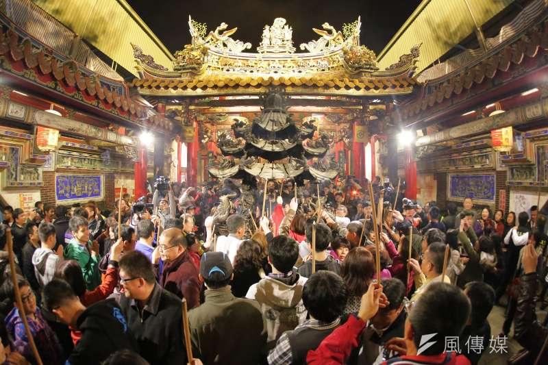 針對3月大甲媽祖遶境是否如期舉行,台灣省道教會25日發表聲明指出,遶境活動原意就是驅除瘟疫的活動,若政府因應防疫需求而禁止,請訂立一致規範,切勿針對特定宗教活動。(資料照,謝敏政攝)