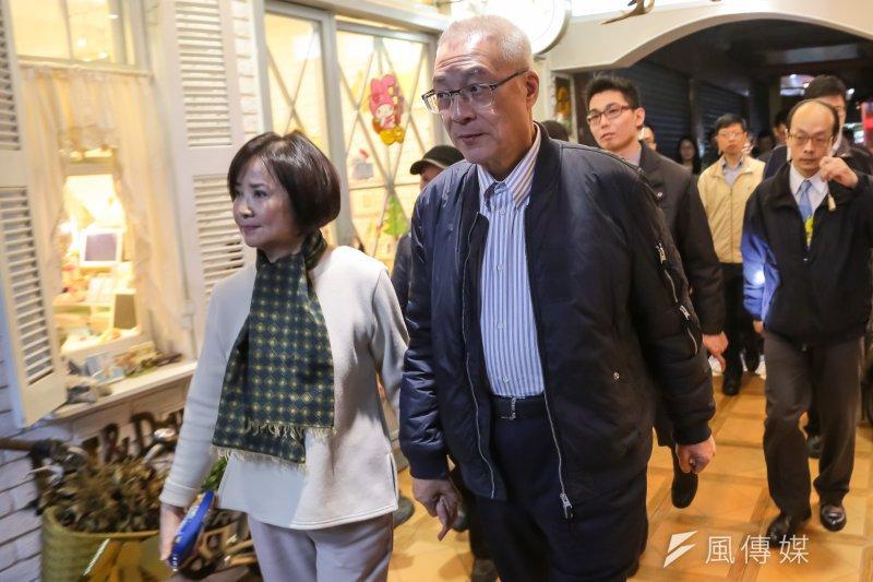 20170327-前副總統吳敦義27日與夫人蔡令怡至西門町吃燉肉飯,慶祝結婚47週年,並牽手步行至電影街。(顏麟宇攝)