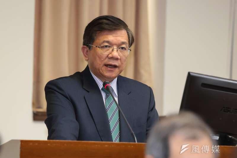 經濟部長李世光27日出席立院委員會,但因亞泥案遭到民進黨立委批評。(顏麟宇攝)