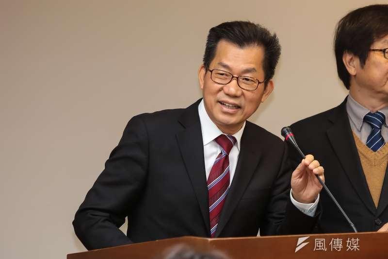 環保署長李應元因吃魚翅受到批評,表示會自我檢討警惕。(資料照,顏麟宇攝)