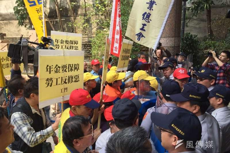 20170329-勞團反年金改革(杜兆倫攝)