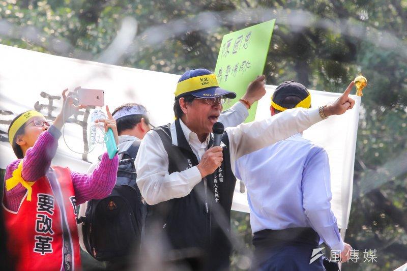 20170329-公務人員協會理事長李來希29日出席參與329大遊行,並於考試院抗議結束後轉向立院。(顏麟宇攝)