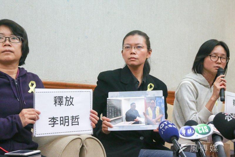 我國NGO工作者李明哲遭中國拘留,他的妻子李凈瑜31日舉行記者會,宣佈放棄聘請律師,並將親自前往北京營救。(陳明仁攝)